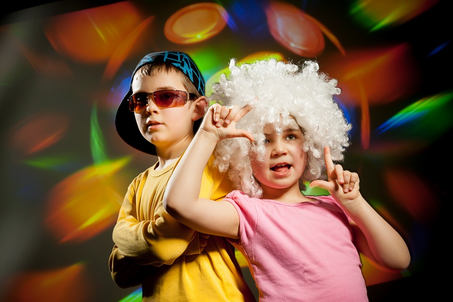 School Discos – Why hire an entertainer and not a DJ